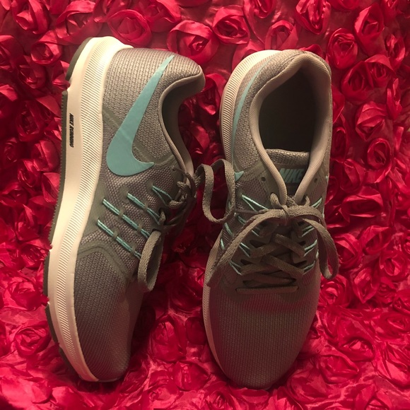 3751646a4b6 Nike Womens Run Swift Running Sneakers